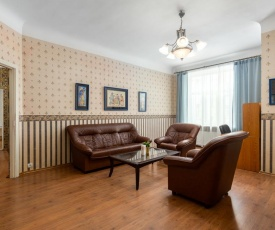 Central city apartment for up to ten people
